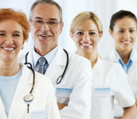 Медцентрам разрешили принимать на работу медиков любой категории
